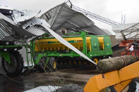Establecimiento rural de ruta 20 destrozado por el viento. Foto: Daniel Rojas