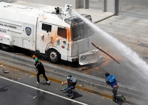 Manifestantes opositores se enfrentaron con agentes de la Guardia Nacional. Foto: Reuters