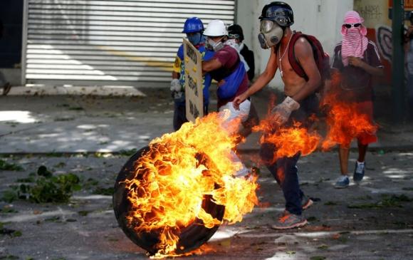 La violencia no cesa a días que se vote la Asamblea Constituyente. Foto: Reuters