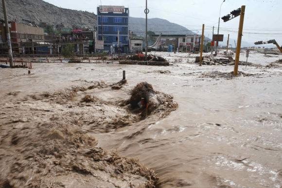 Lima está sin agua potable y hasta el lunes las clases están suspendidas. Foto: EFE