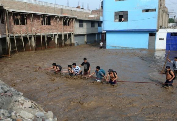 Lima está sin agua potable y hasta el lunes las clases están suspendidas. Foto: Reuters