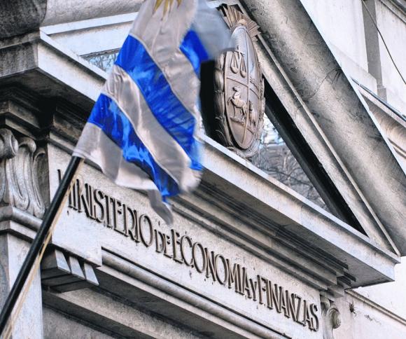 Resultado de imagen para uruguay deficit fiscal y deuda externa