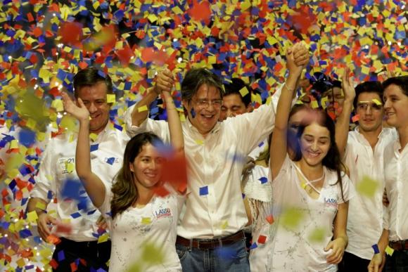 Guillermo Lasso dijo en el cierre de la campaña que los ecuatorianos quieren democracia. Foto: Reuters.