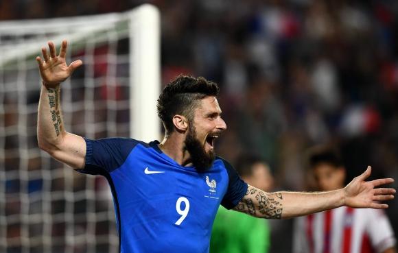 El festejo de Olivier Giroud tras uno de sus tres tantos a Paraguay. Foto: AFP
