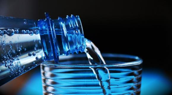 Comercios ingleses pondrán fuentes de agua para reducir el uso del plástico