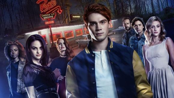 Archie y sus amigos en medio de un misterioso crimen.