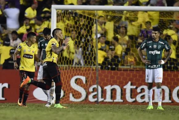 Jonathan Álvez en pleno festejo del gol que significó una vital victoria. Foto: AFP