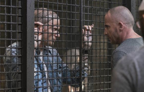 En la secuela, el preso es Michael y quien va en su ayuda es Lincoln.