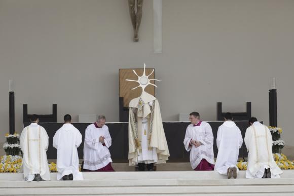 Papa Francisco en misa en Fátima. Foto: Reuters