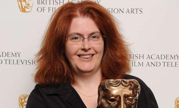 La autora de la serie, una mujer que también ha ganado el BAFTA.