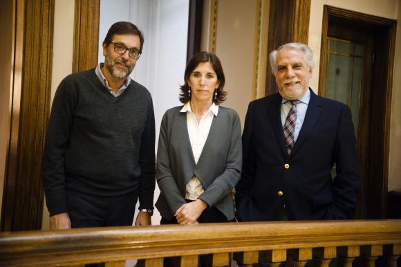 Doctores Roberto Andrade y Natalia Labat, junto al gerente general de Summum Carlos Vallejo.