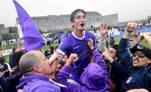 Defensor Sporting salió campeón del Apertura y celebró en el Capurro. Foto: Fernando Ponzetto