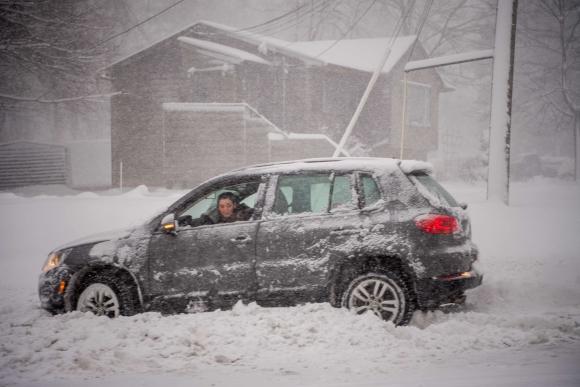 Se espera que a lo largo del día caigan entre 25 y 45 centímetros de nieve. Foto: AFP
