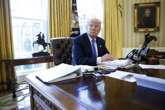 Donald Trump denuncia a varios medios por informaciones sesgadas. Foto: Reuters