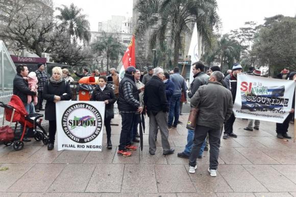 Manifestación por la muerte del policía Wilson Coronel. Foto: Ariel Colmegna.