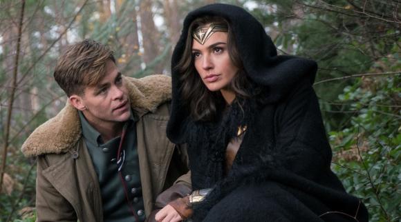 La llega de Steve Trevor (Chris Pine) a Isla Paraíso hará que Diana salga al mundo.