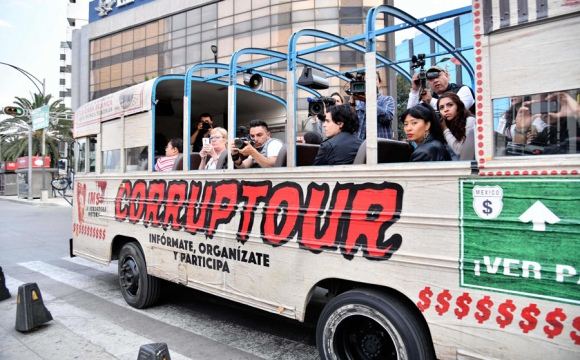 El Corruptour sale todos los domingos desde Chapultepec. Foto: AFP