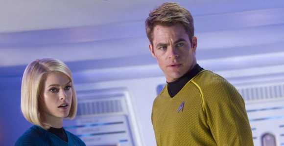 Chris Pine (junto a Alice Eve) vuelve como el Capitán James T. Kirk Foto: Zade Rosenthal.