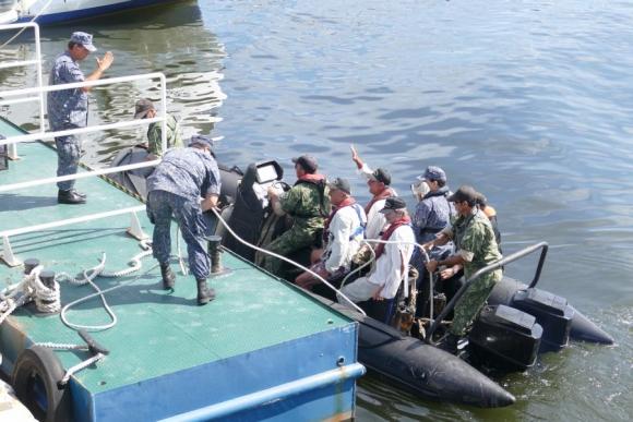 Rescate a tripulantes de Punta del Este. Foto: Ricardo Figueredo