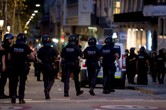 Policía patrulla el área tras el ataque. Foto: Reuters