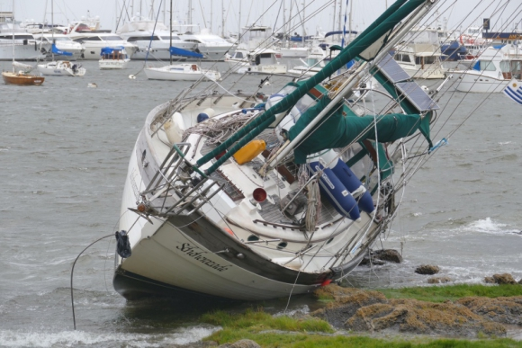 Veleros golpeados por el viento en Punta del Este. Foto: Ricardo Figueredo