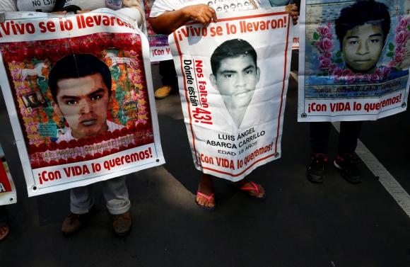 Manifestación por los estudiantes desaparecidos en Ayotzinapa. Foto: Reuters