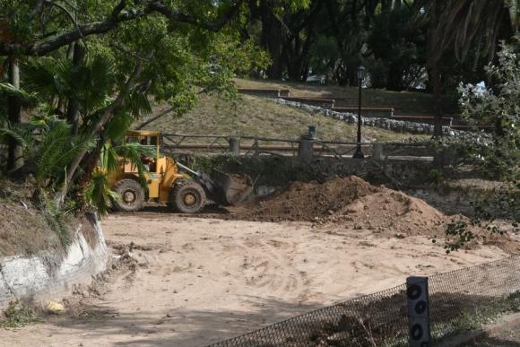 Continúan los trabajos en el lago del Parque Rodó. Foto: A. Colmegna