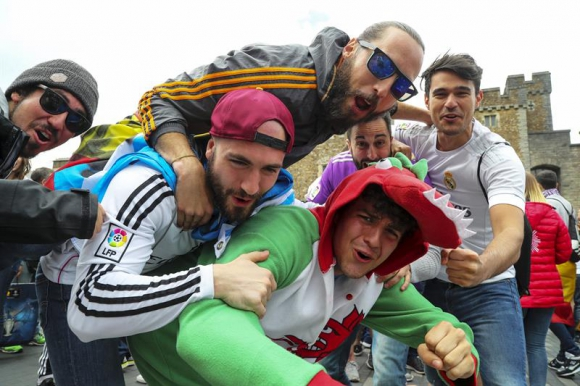 Los hinchas de Real Madrid y la Juventus coparon las calles de Cardiff. Foto: EFE