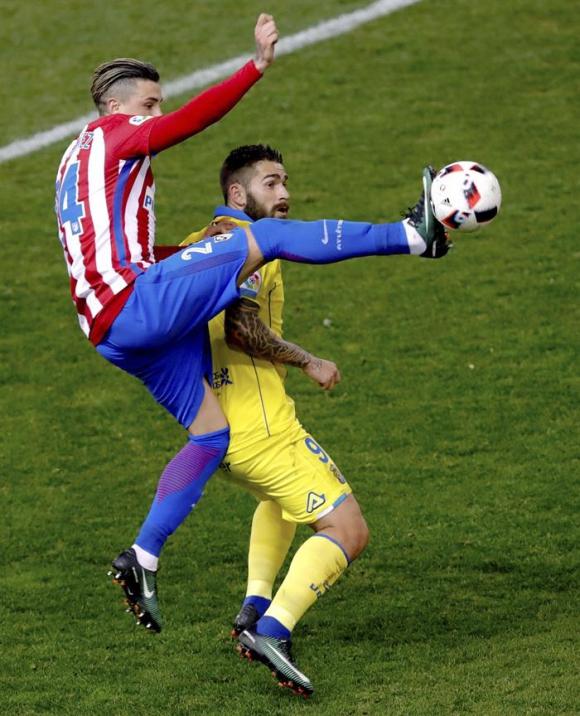 José María Giménez ante Las Palmas. Foto: EFE
