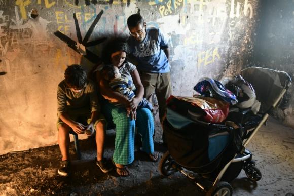 Ocupación : varias familias debieron alojarse en lo que queda del Parador del Cerro tras el temporal. Foto: Marcelo Bonjour