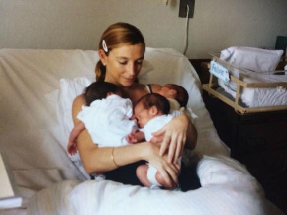 Josefina y los trillizos recién nacidos, todavía en Impasa.