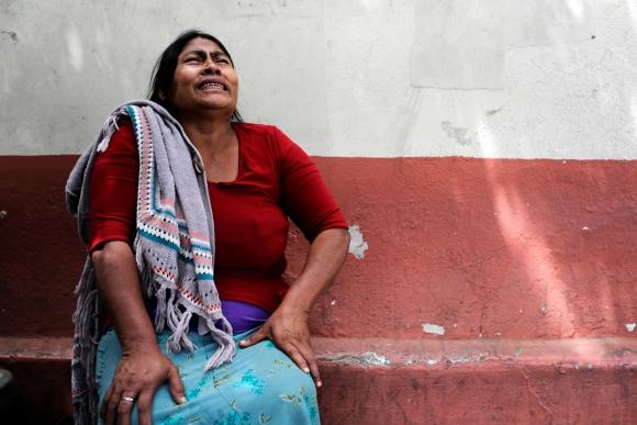 Familiares lloran luego de la tragedia. Foto: Reuters