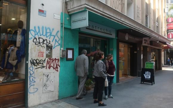 En Estrecho limpiaron la fachada y aplicar un color que la Comisión de Patrimonio no acepta y los multaron. Foto: Ariel Colmegna
