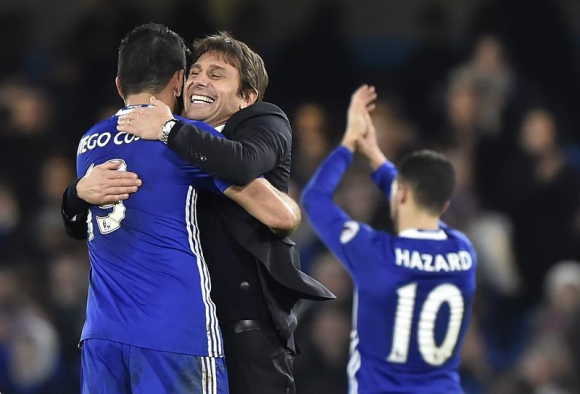 El Chelsea de Antonio Conte está a punto de hacer historia en Premier League. Foto: EFE