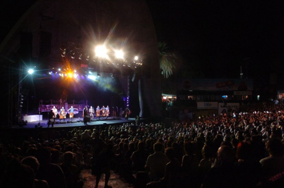 El escenario: el carnaval se afianzó en el Teatro de Verano. Foto: A. Colmegna