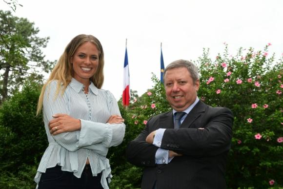 Katja Thomsen junto al embajador Philippe Bastelica. Foto: Marcelo Bonjour.