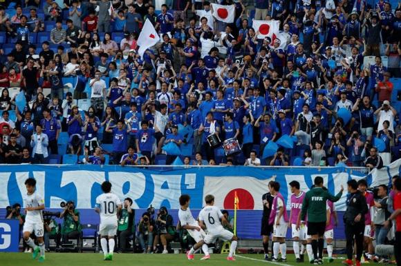 La alegría de los jugadores de Japón con su gente en Corea del Sur. Foto: EFE.
