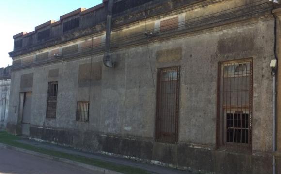 La propiedad en que las mujeres votaron luce abandonada. Foto: N. Araújo