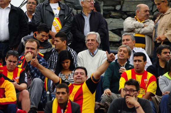 Tabaré Vázquez en partido entre Progreso y Rampla Juniors. Foto: Fernando Ponzetto