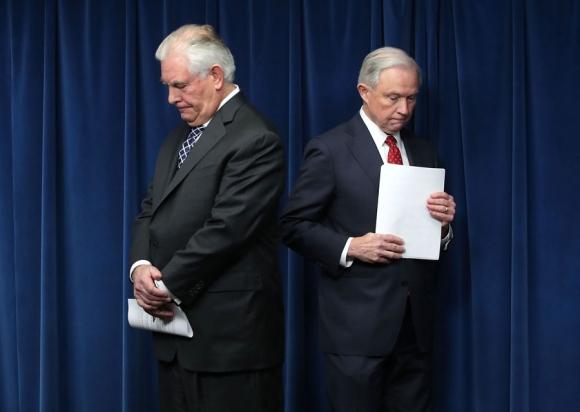 Trump no apareció en el anuncio, que lo hicieron Rex Tillerson y John Kelly. Foto: AFP