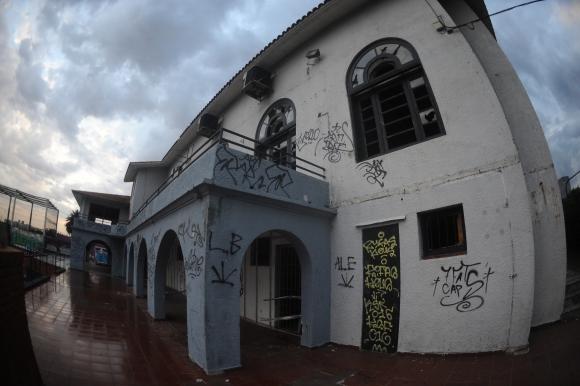 Señales de abandono en el Club Banco Comercial. Foto: Fernando Ponzetto