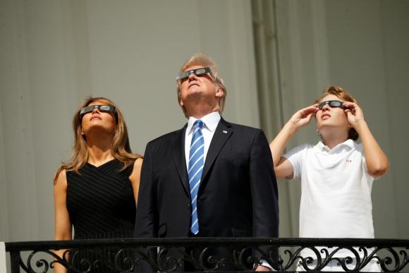 El eclipse de sol se dio por primera vez en 99 años. Foto: Reuters