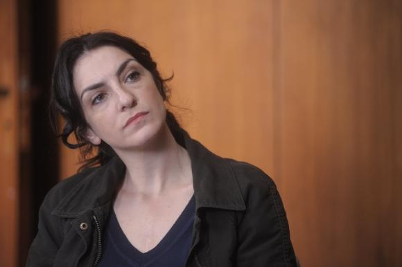 Lidia Blanco (Julieta Zylberberg) es la policía que también ayuda a Fabián.