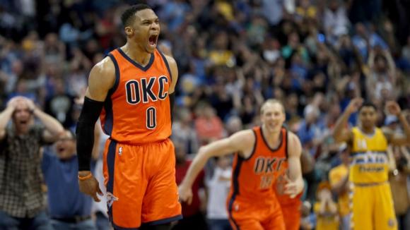 El grito de Russell Westbrook con el triple en la hora. Foto: AFP