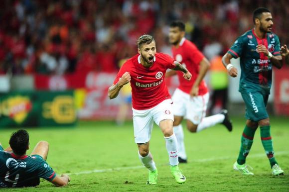 Nicolás López marcó en el empate a uno ante Juventude. FOTO: Archivo El País.