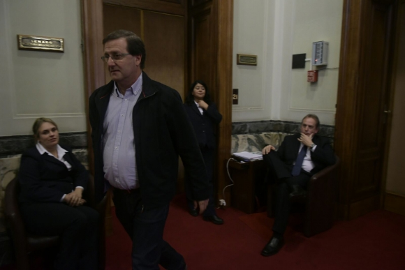 Leonardo de León a la salida de la reunión. Foto: Fernando Pozetto