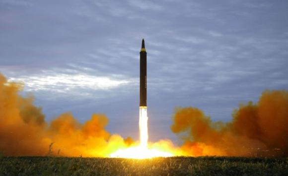 Corea del Norte difundió la imagen del lanzamiento de un misil. Foto: Reuters