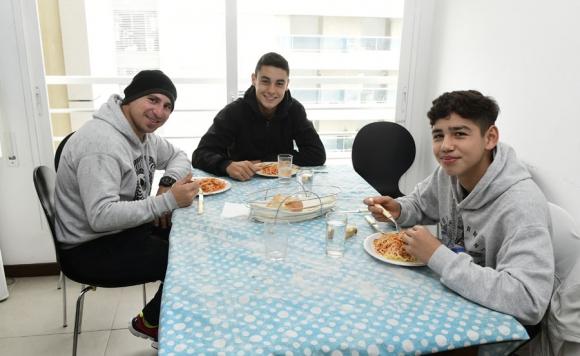 Promesas: representados por Boselli almuerzan en la casa de su empresa. Foto: M. Bonjour