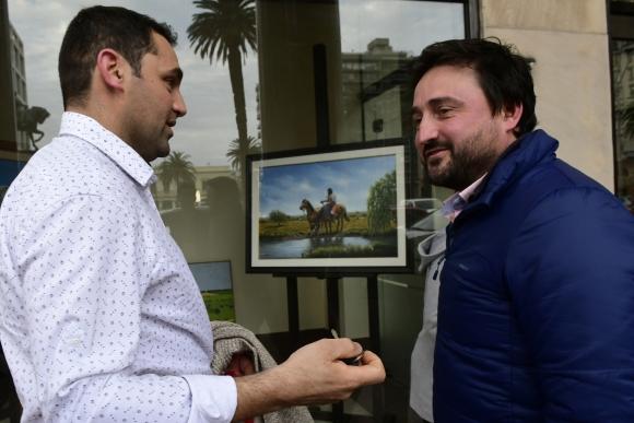 Colegas: Aldo Cauteruccio, chef de la selección uruguaya, se acercó a saludar a Nilson. Foto: M. Bonjour