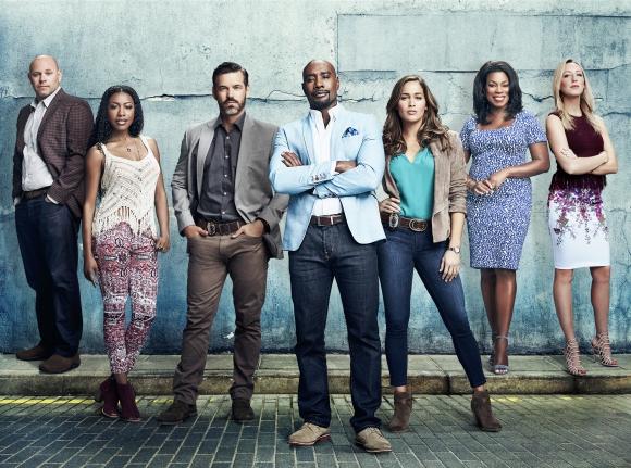 El elenco completo de la serie <i>Rosewood, </i>que estrena segunda temporada.